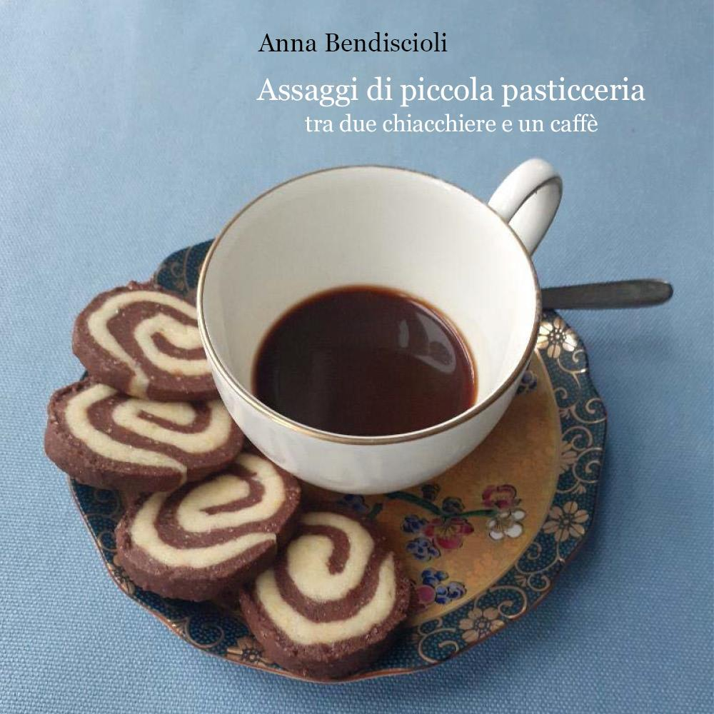 Assaggi di piccola pasticceria tra due chiacchiere e un caffè